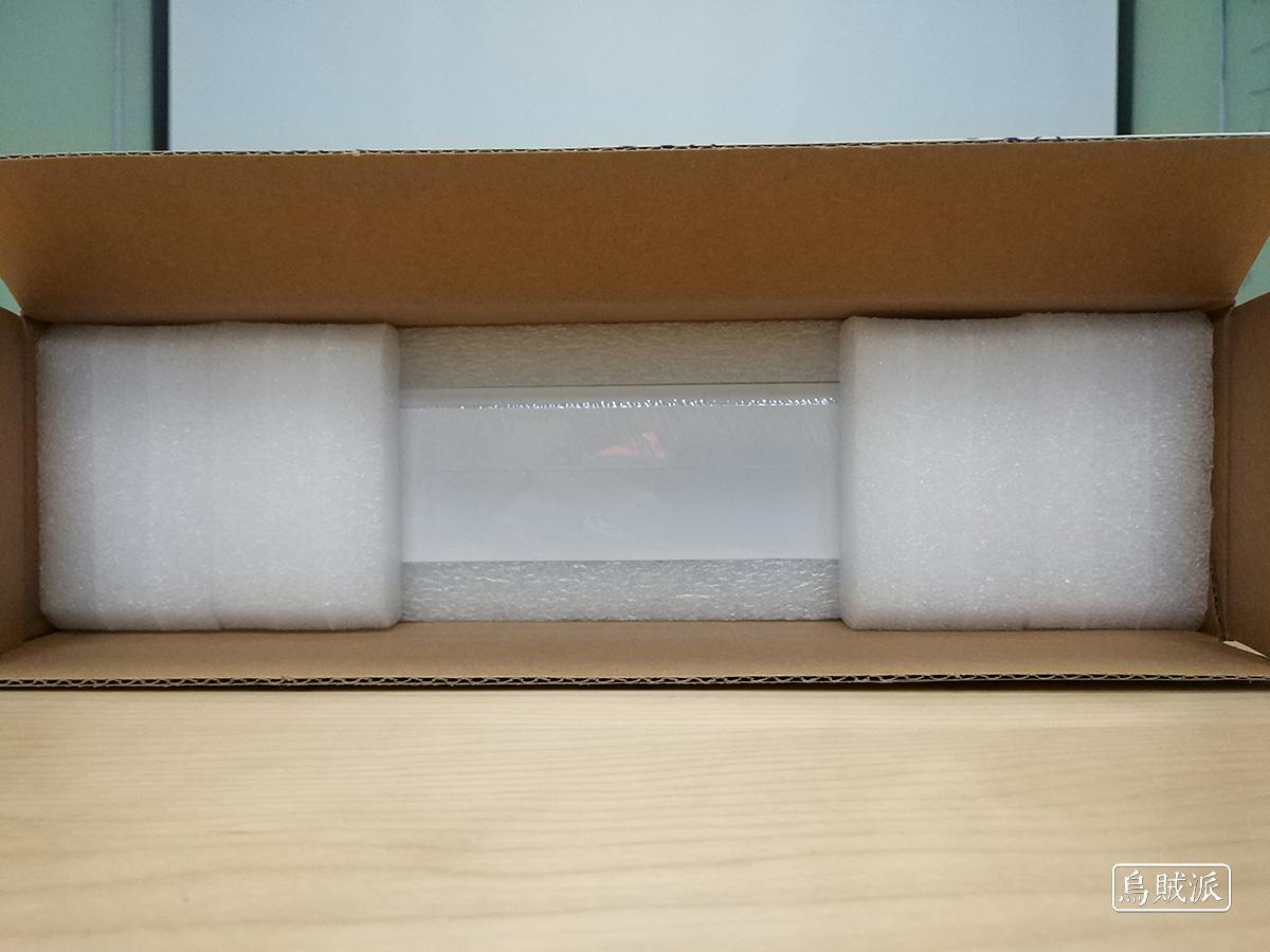 联想小新 Air 13 Pro 包装上面的泡沫